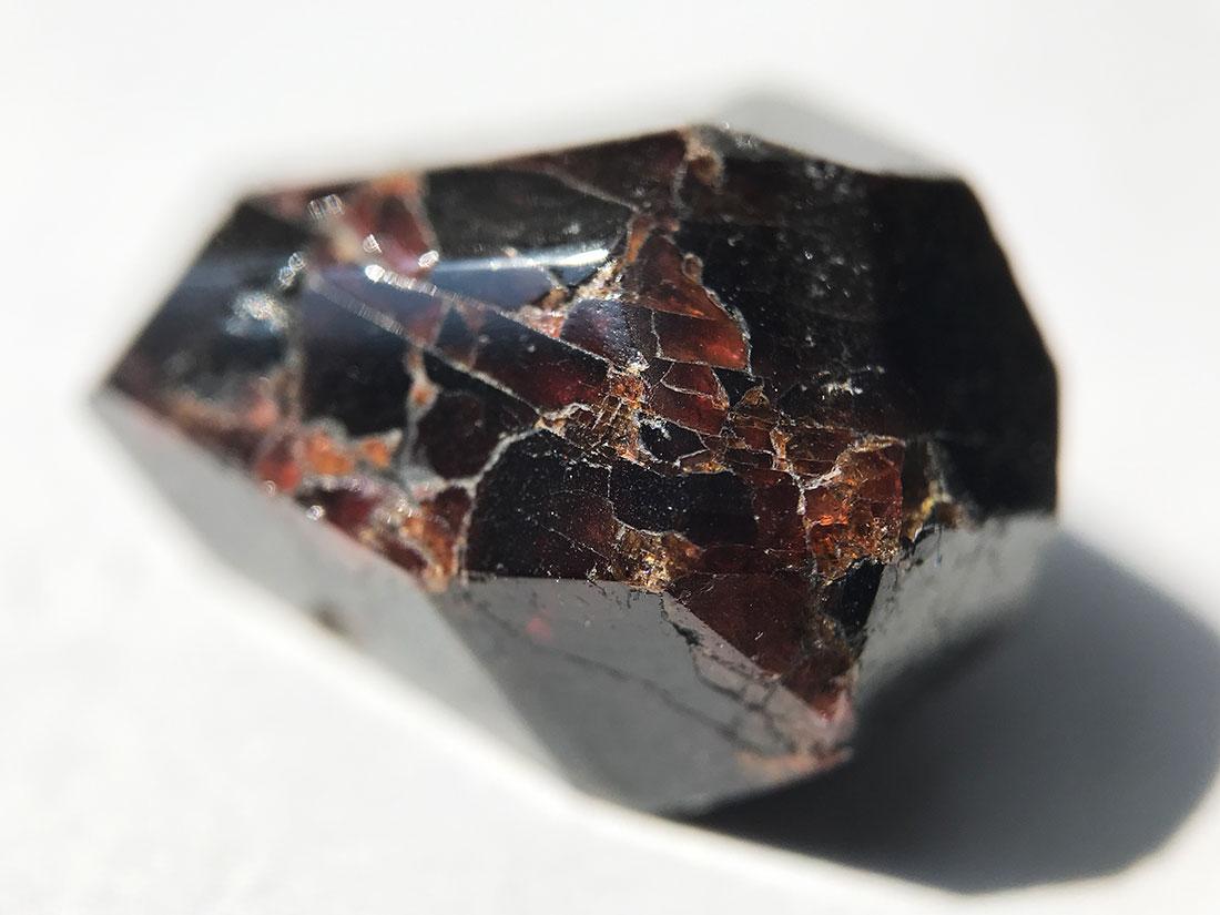 アルマンディン(鉄礬柘榴石)